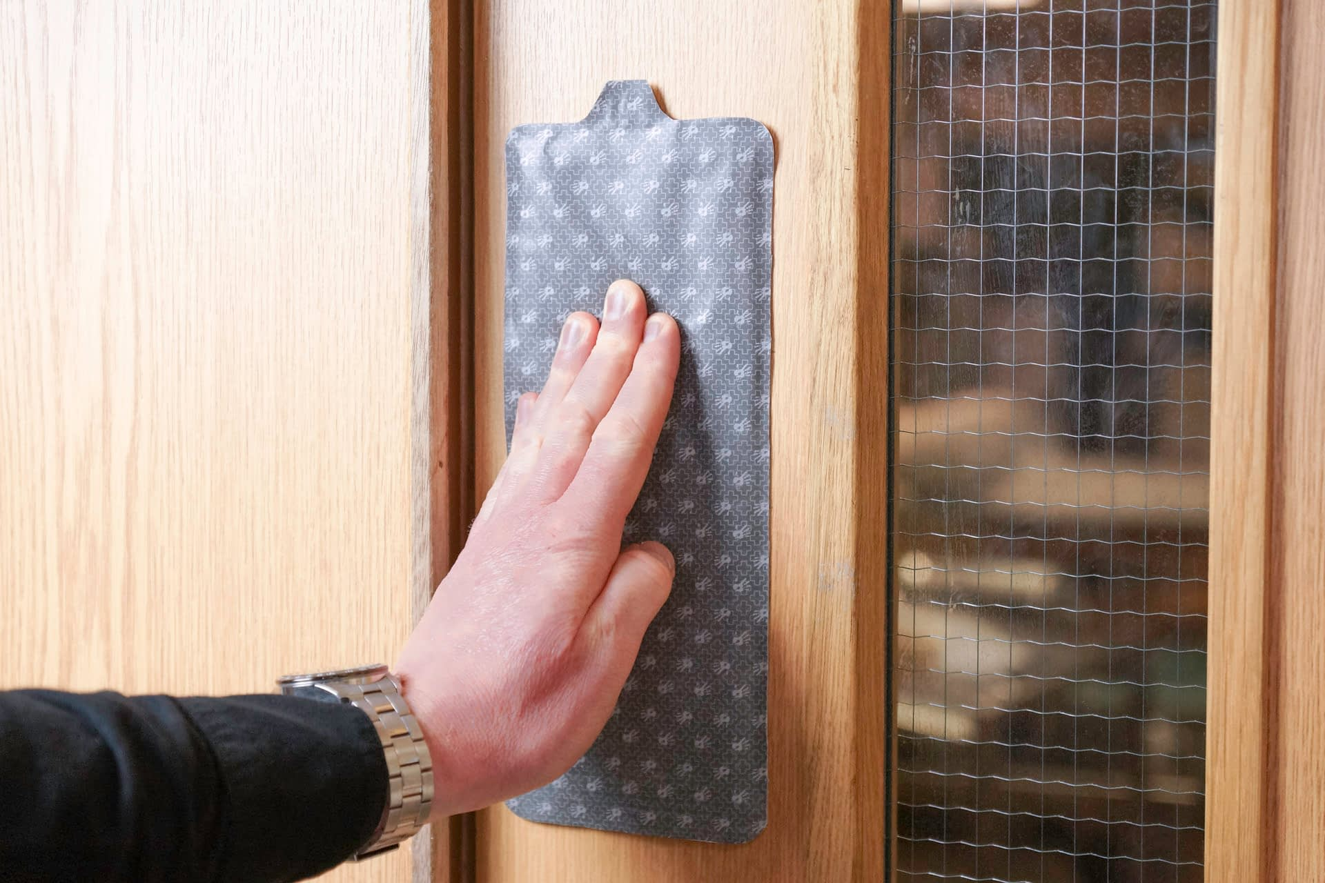 Surfaceskins: Door Hygiene, hand hygiene, hygienic surface, touch, hold, antibacterial, alcohol gel, self-disinfecting,  pull handle , Stick + Protect, stick and protect