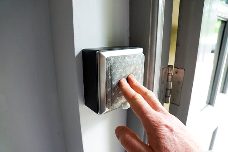 Surfaceskins: Door Hygiene, hand hygiene, hygienic surface, touch, hold, antibacterial, surface, wrap, cover,  alcohol gel, self-disinfecting,  crank handle, pull handle , Stick + Protect, stick and protect  Automatic buttons, crank handle, pull handle , Stick + Protect, stick and protect